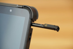 STYLISTIC Q7311 Bump Case Kit: Detailed View with AES Pen
