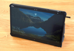 STYLISTIC Q7311 in Folio Cover - Front View