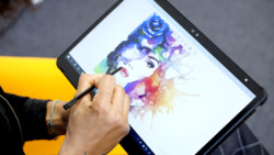 STYLISTIC Q7311: Woman painting on her tablet